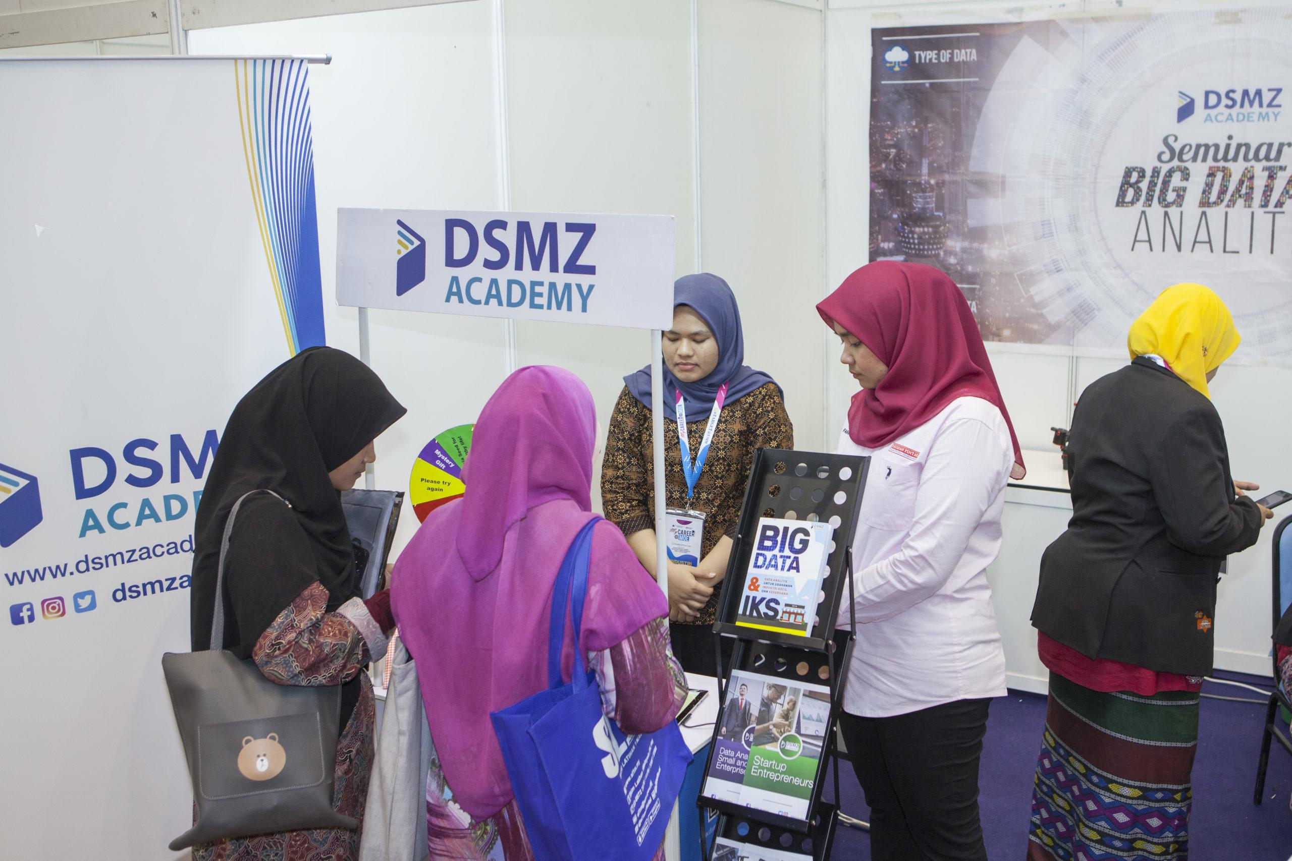DSMZ-BOOTH-USIM9